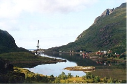 After having passed through the Saupstad tunnel you are able to see the white seahouse Johluns (marked with the arrow) far away in the fjord arm Maervollpollen.